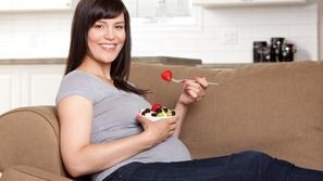 نصائح الخبراء حول التغذية المثالية للمرأة الحامل