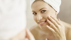 نصائح لإزالة شعر الوجه بالشمع بسهولة ودون ألم