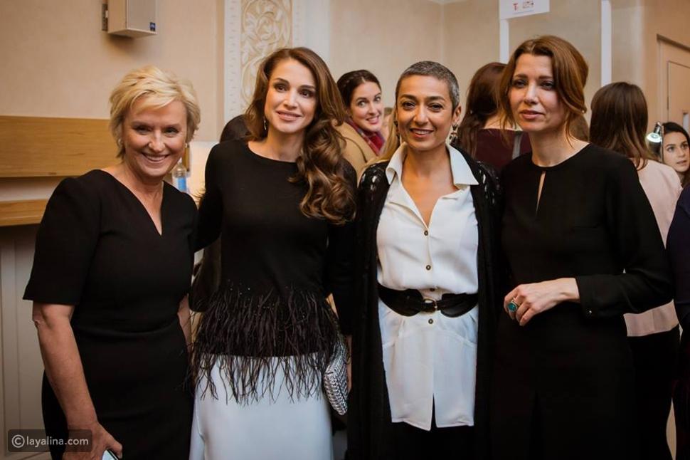 صور الملكة رانيا تتألق بالأبيض والأسود خلال  قمة المرأة في العالم