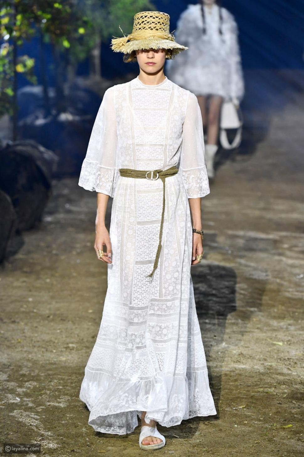 فستان أبيض ماكسي