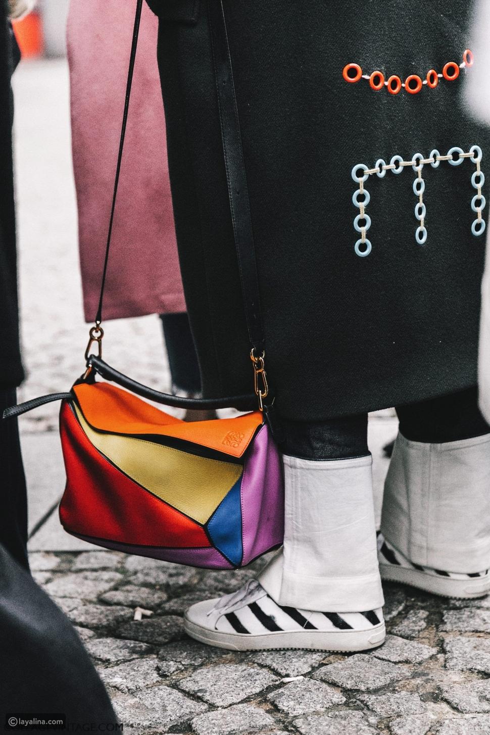 حقائب متعددة الألوان