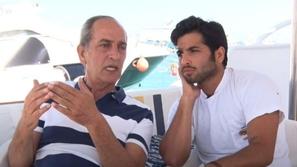هشام سليم يصر على موقفه ويخالف ابنه نور في تصريحاته بكشف جزء من طفولته