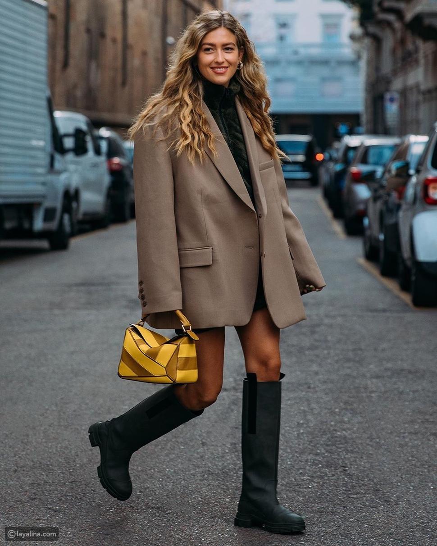 أزياء رسمية مع حذاء المطر