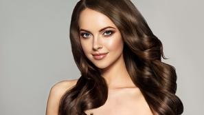 3 طرق سهلة لاستخدام زيت جوز الهند في علاج شعرك الجاف والتالف