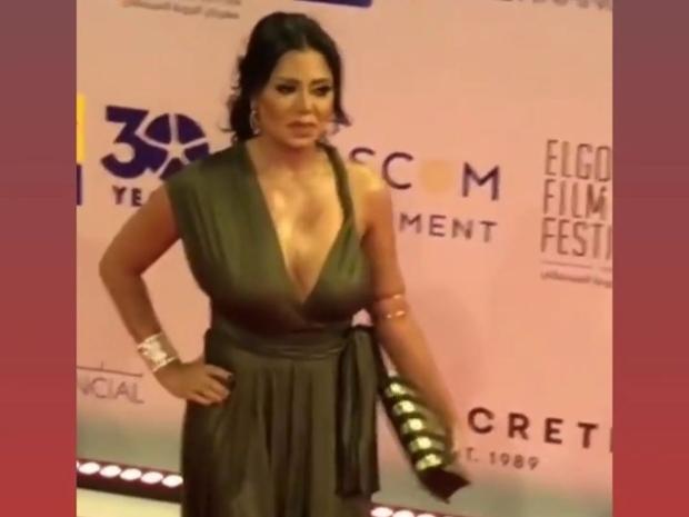 انتقادات لاذعة لرانيا يوسف بسبب فستانها الجريء في مهرجان الجونة