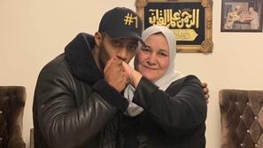 فيديو محمد رمضان يفاجئ الجمهور بهديته غير المتوقعة لوالدته في عيد الأم