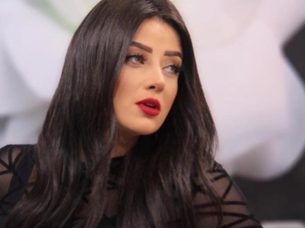 غادة عبد الرازق ورضوى الشربيني تصدمان الجمهور بجمال ملامحهما دون مكياج