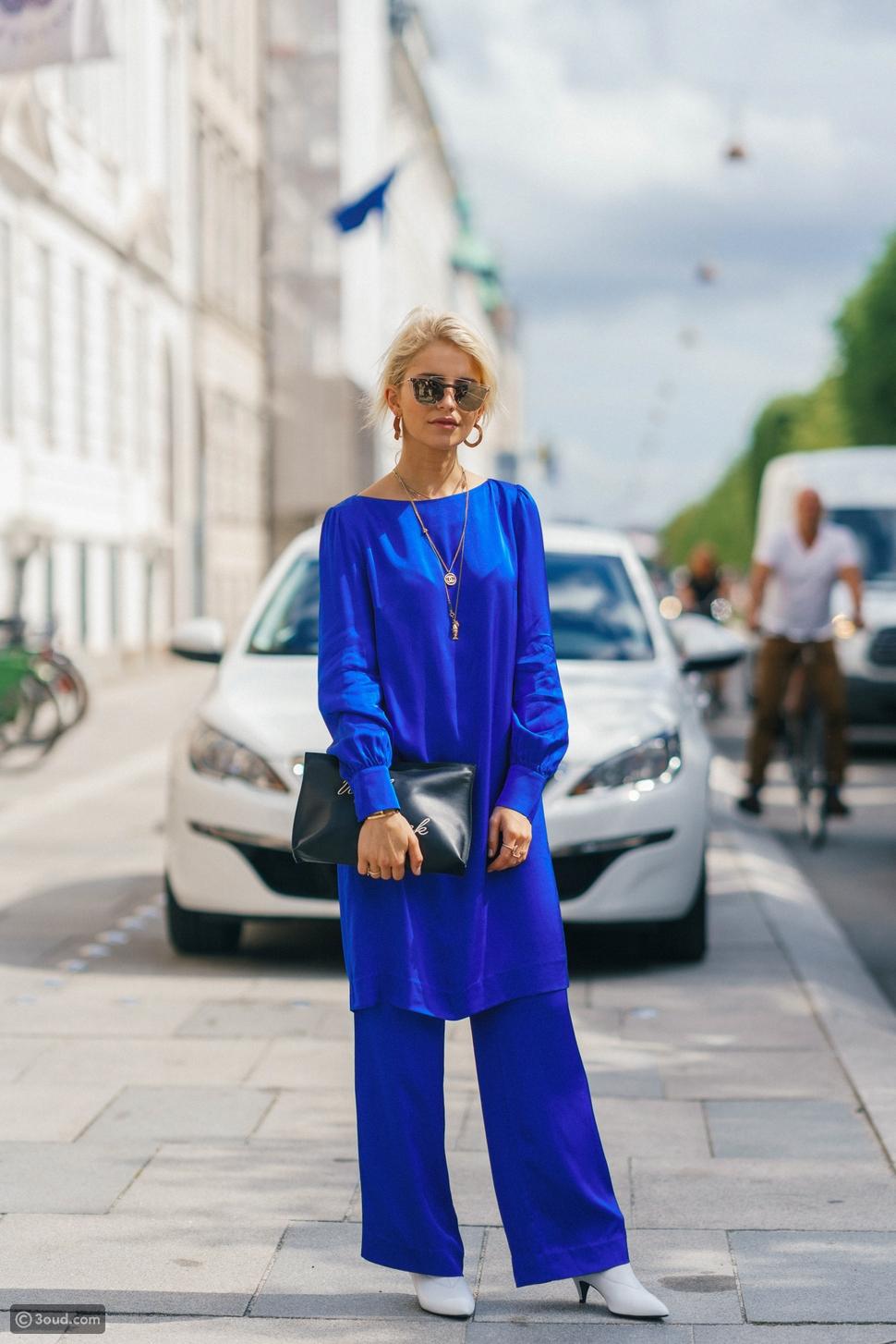إطلالة كامة باللون الأزرق