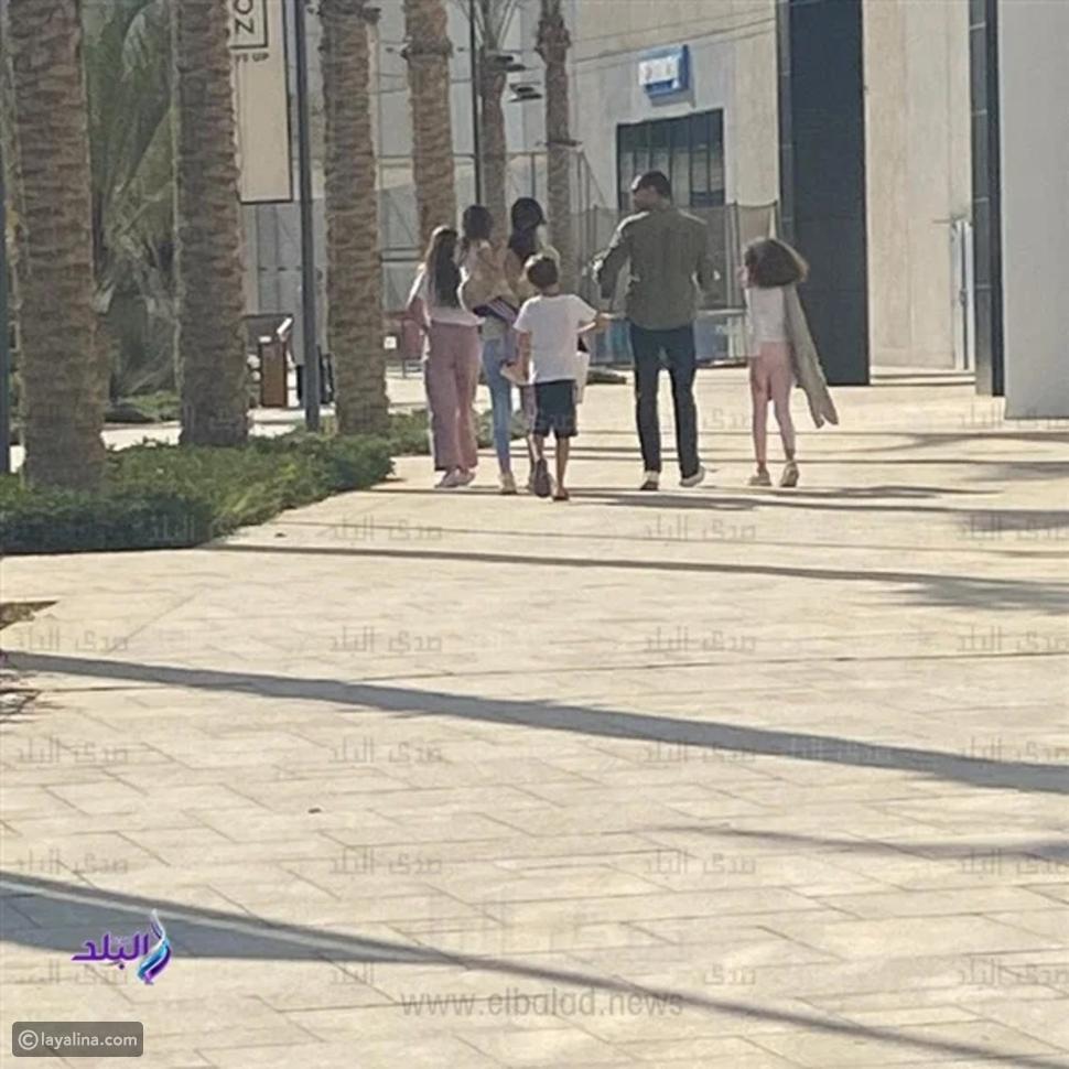 لقطات لـ معز مسعود وحلا شيحة برفقة أبنائها