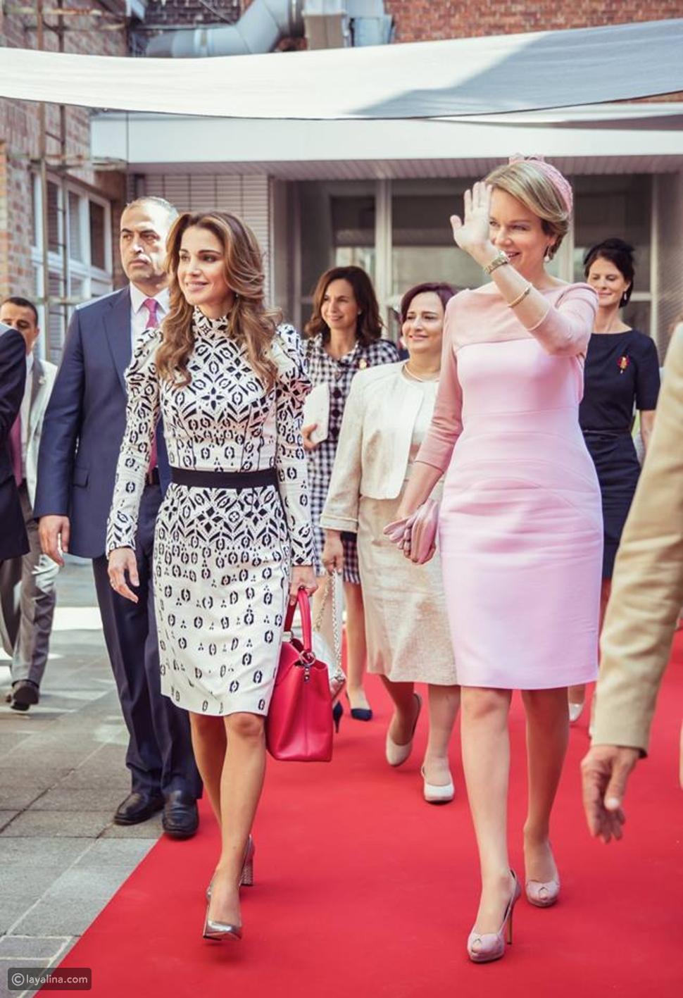 الملكة رانيا تتألق بفستان رقيق من دار أزياء لويس فيتون خلال زيارتها إلى بلجيكا
