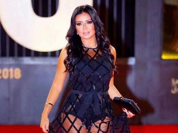 فستان رانيا يوسف الجريء في ختام مهرجان القاهرة