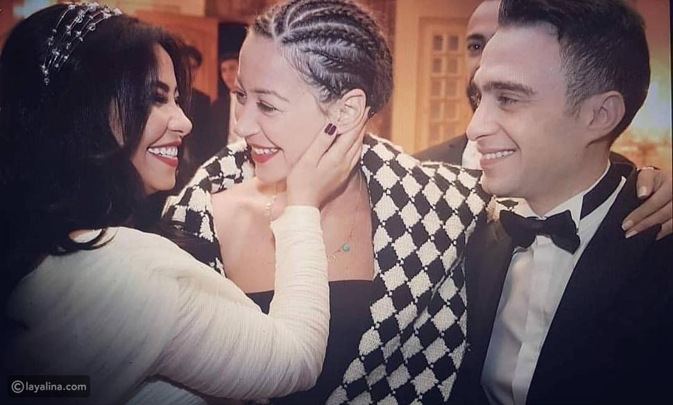 منة شلبي بتسريحة أفريقية في زفاف شيرين وحسام حبيب