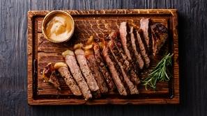 طريقة عمل اللحم في الفرن بالقصدير