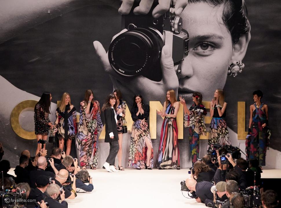 ظهور عارضات أزياء شانيل بشكل مرحعلى المنصة