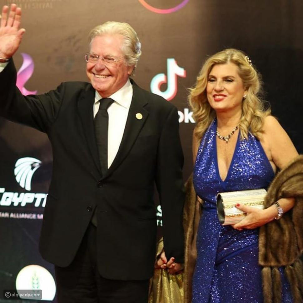 أول ظهور لحسين فهمي وزوجته الجديدة بافتتاح مهرجان القاهرة: هكذا أطلا!