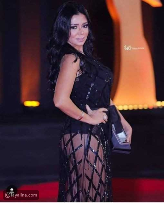 رانيا يوسف وفستان البطانة