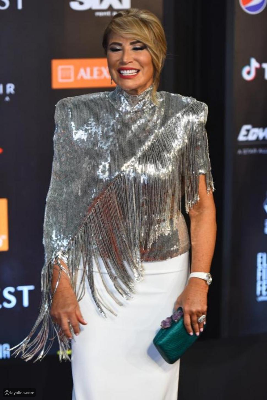كارلا حداد ترتدي نفس بلوزة إيناس الدغيدي الفضية