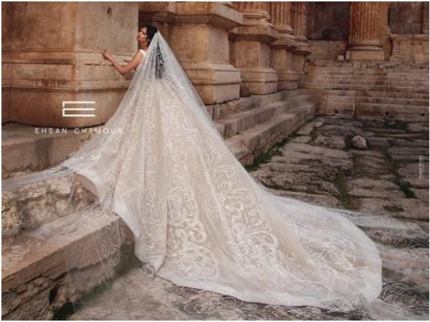 فستان زفاف مطرز بقصيدة كاملة لنزار قباني لـ إحسان شمعون