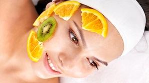 6 أقنعة من الفواكه لترطيب وحماية البشرة في الشتاء