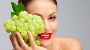 كيف تستخدمين زيت بذور العنب للعناية ببشرتك؟