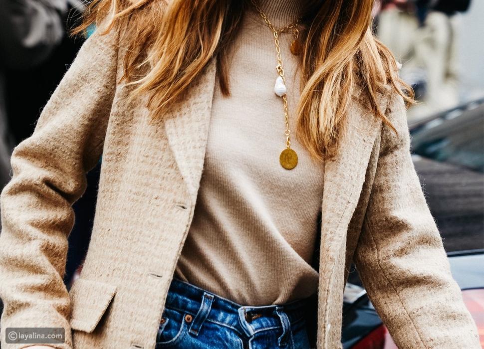 طرق ارتداء المجوهرات مع المعاطف في الشتاء