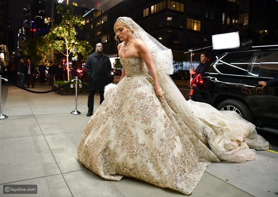 جينفير لوبيز بفستان زفاف من تصميم زهير مراد