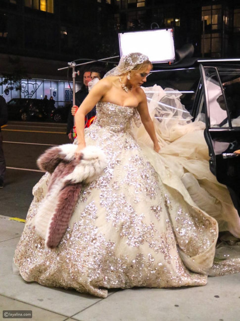جينفير لوبيز بفستان مزين بوشاح من للمصمم الغالمي زهير مراد