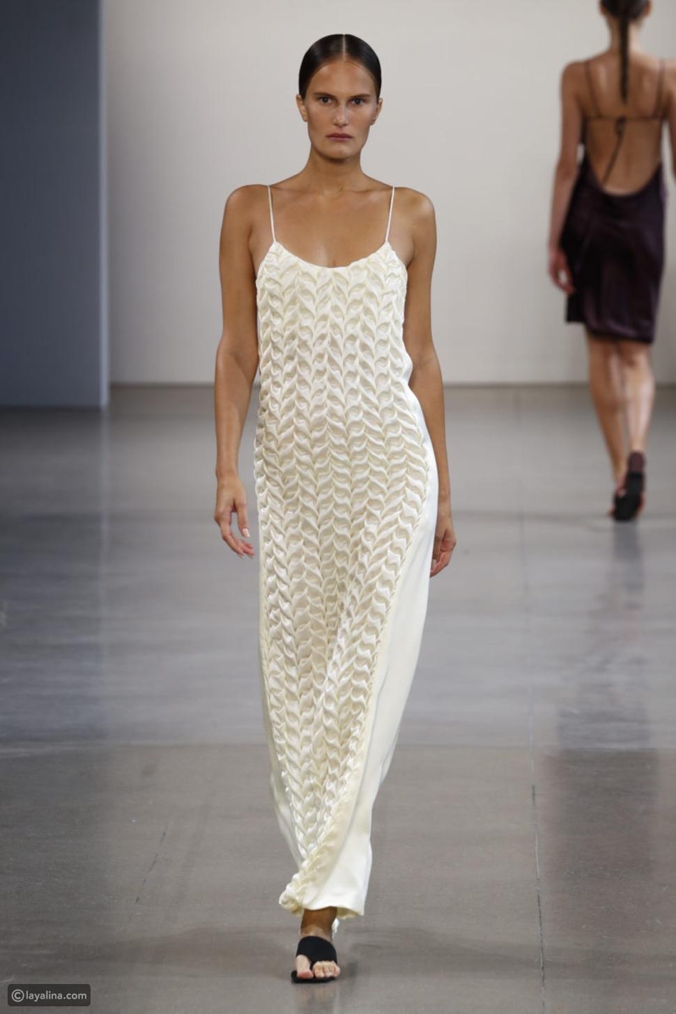 الفساتين الساتان المزخرفة