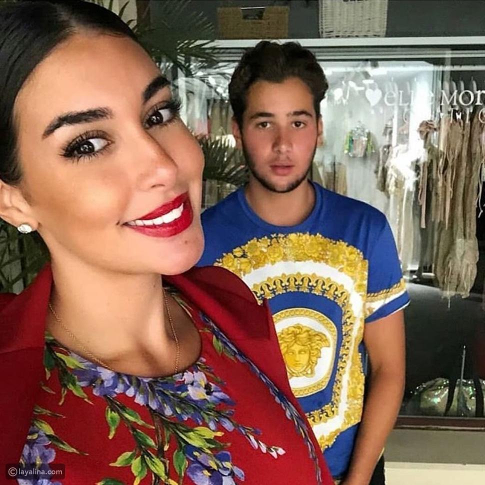 ياسمين صبري مع شقيقها