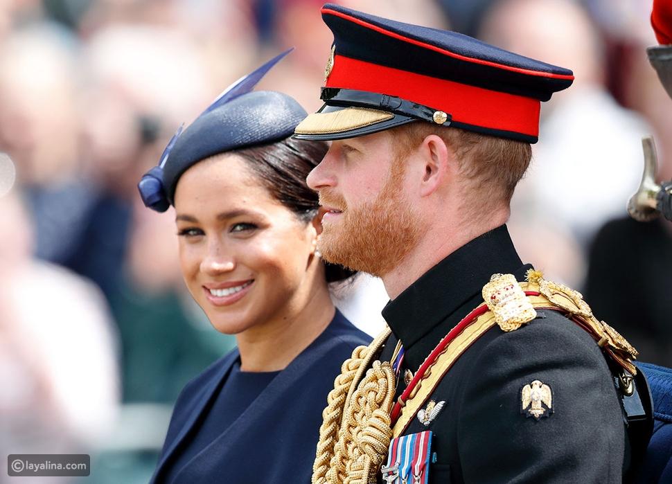 يجب على النساء ارتداء القبعات في جميع المناسبات الرسمية