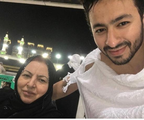 حمادة هلال يبكي على الهواء بسبب وفاة والدته ويكشف وصيتها