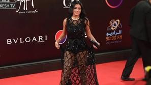 سؤال عن فستان رانيا يوسف الجريء في امتحان يثير موجة غضب!