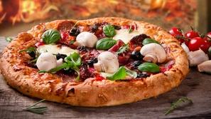 طريقة عمل بيتزا المشروم والسلامي