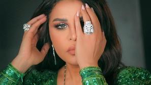 شاهدي رد فعل أحلام على مزحة بوسي شلبي بخصوص مجوهراتها الفاخرة