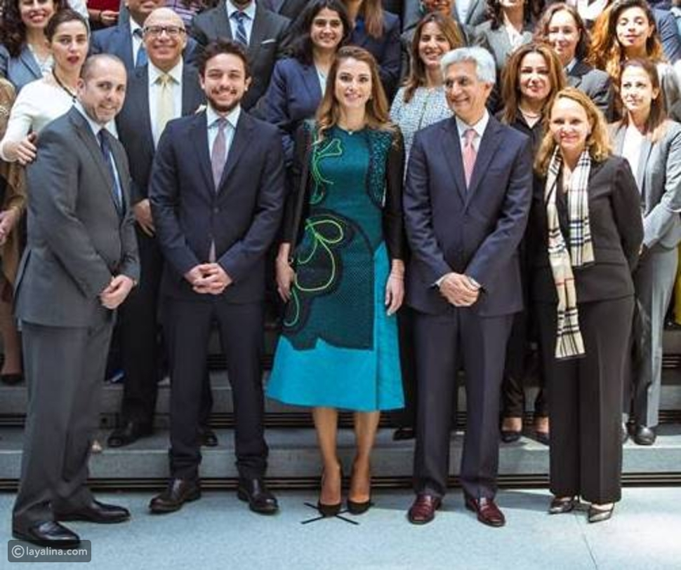 الملكة رانيا بأناقة لافتة وتواكب أحدث صيحات الربيع من واشنطن