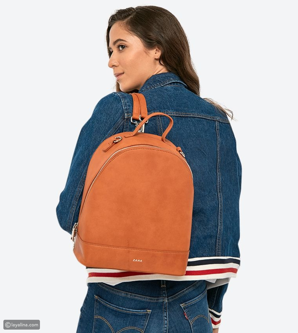 بين حقيبة الخصر وحقيبة الظهر، أيهما أنسب للجامعة؟