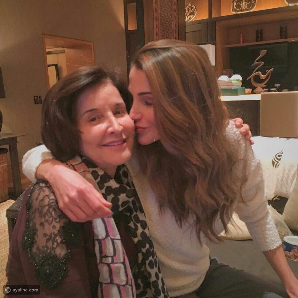 صورة الملكة رانيا مع والدتها تثير موجة من التعليقات