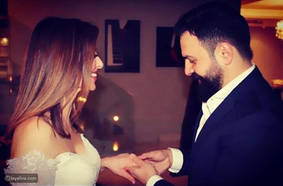 تيم حسن يضع خاتم الزواج في يد وفاء الكيلاني