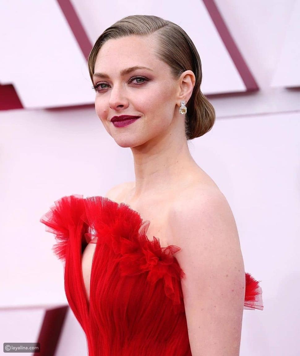 أماندا سيفريد تشعل حفل أوسكار Oscars 2021 بفستان أحمر من أرماني
