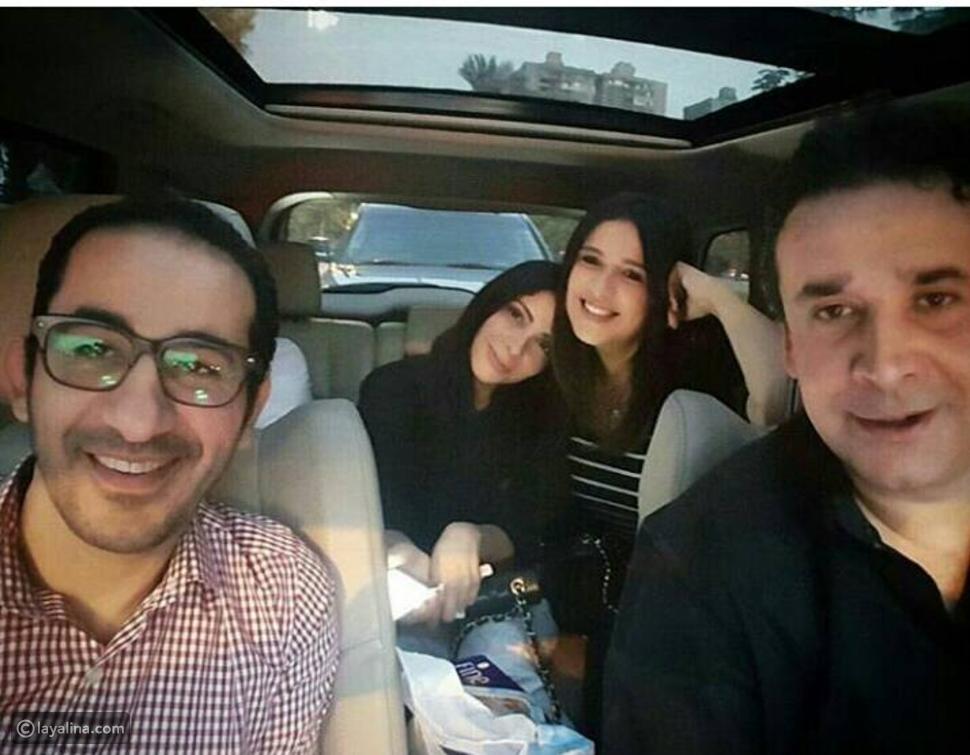 كريم عبد العزيز ينشر سيلفي تجمعه بـ3 من أحب النجوم