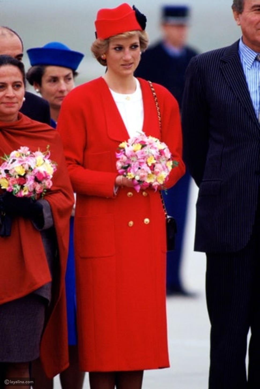 السيدة ديانا ترتدي معطفًا من شانيل تصل باريس في نوفمبر 1988