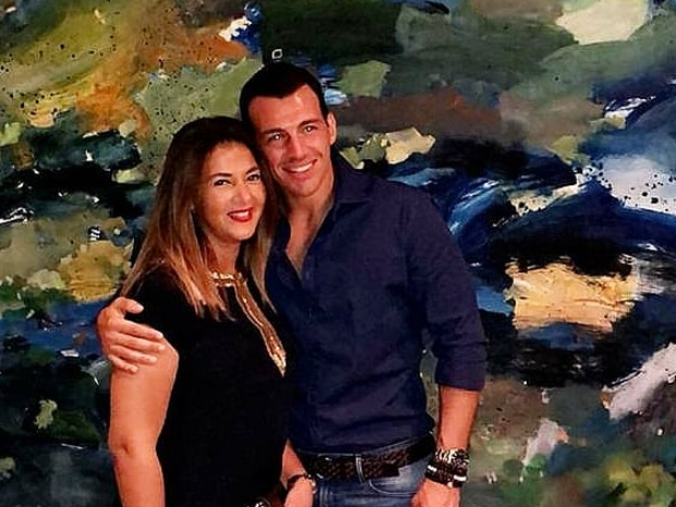 رامي رضوان زوج دنيا سمير غانم غاضب من الهجوم بسبب صورة ابنته