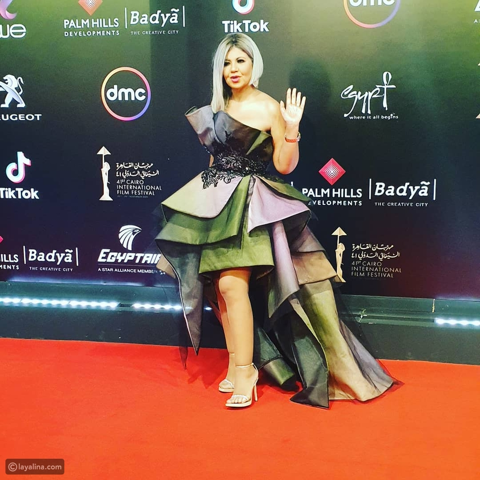 إطلالة غريبة لبوسي شلبي في ختام مهرجان القاهرة السينمائي!