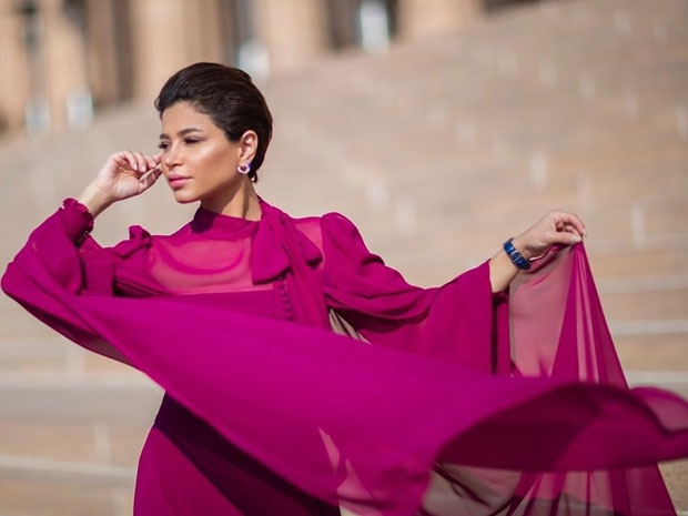 نهى نبيل من الهند بفستان ناعم