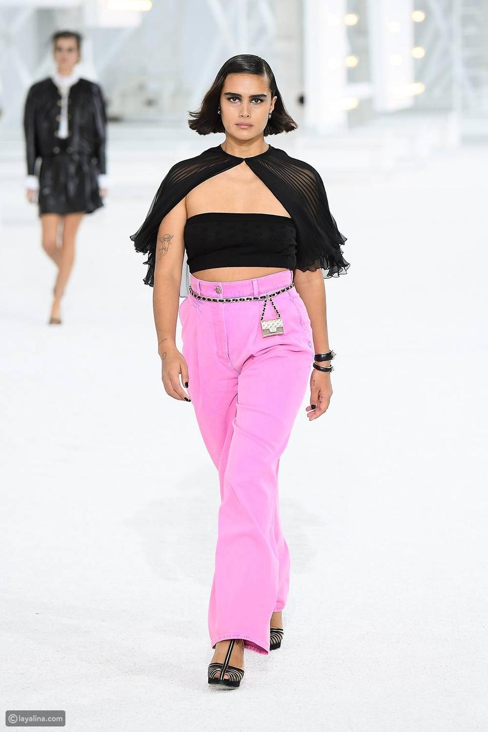 اللون الوردي في دار أزياء شانيل