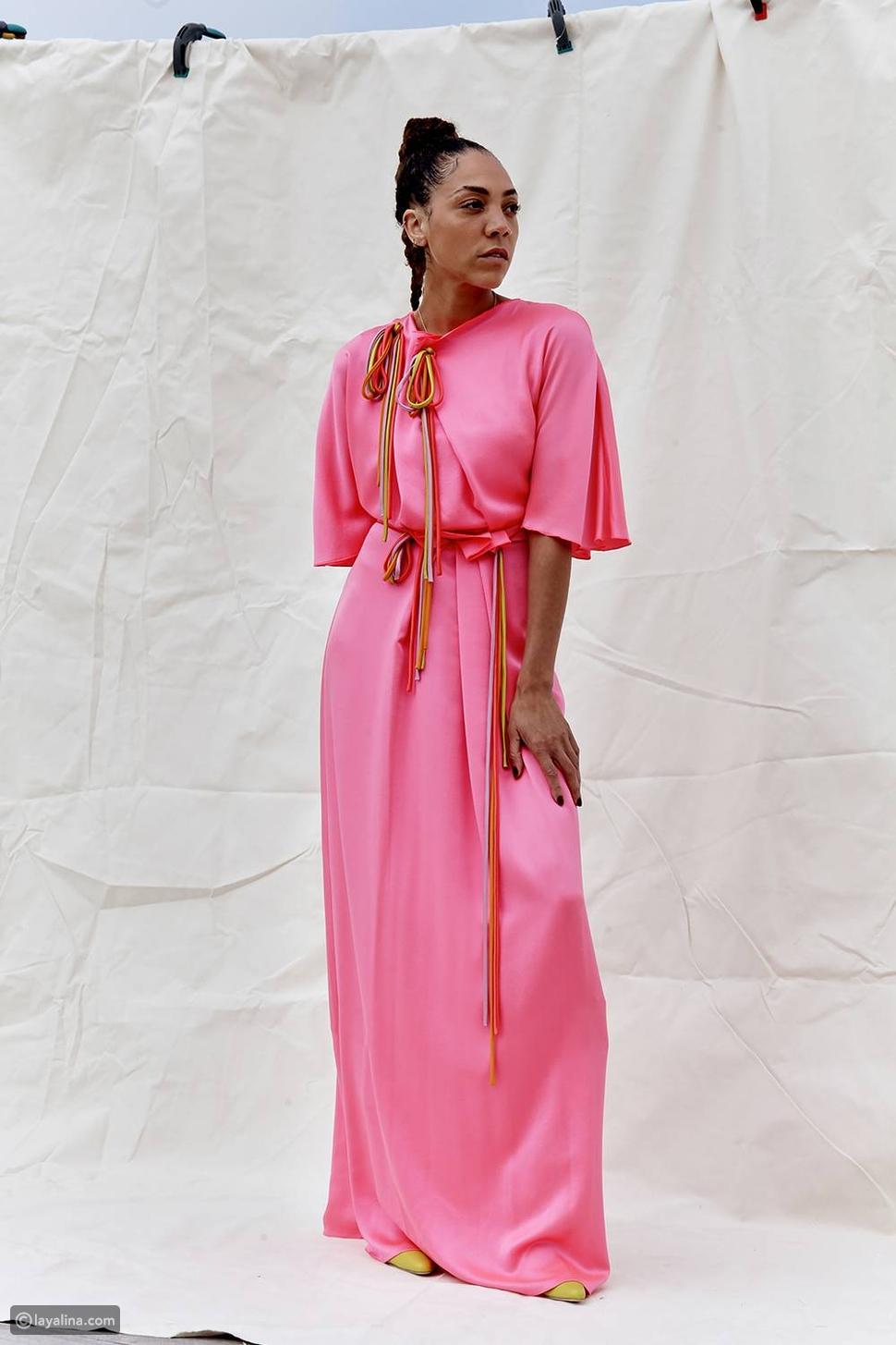 اللون الوردي في دار أزياءRoksanda