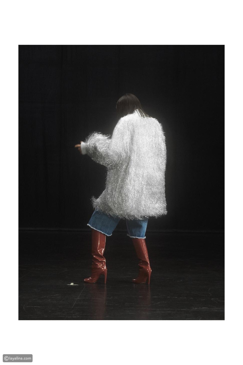 بنطلون جينز قصير مع أحذية البوت