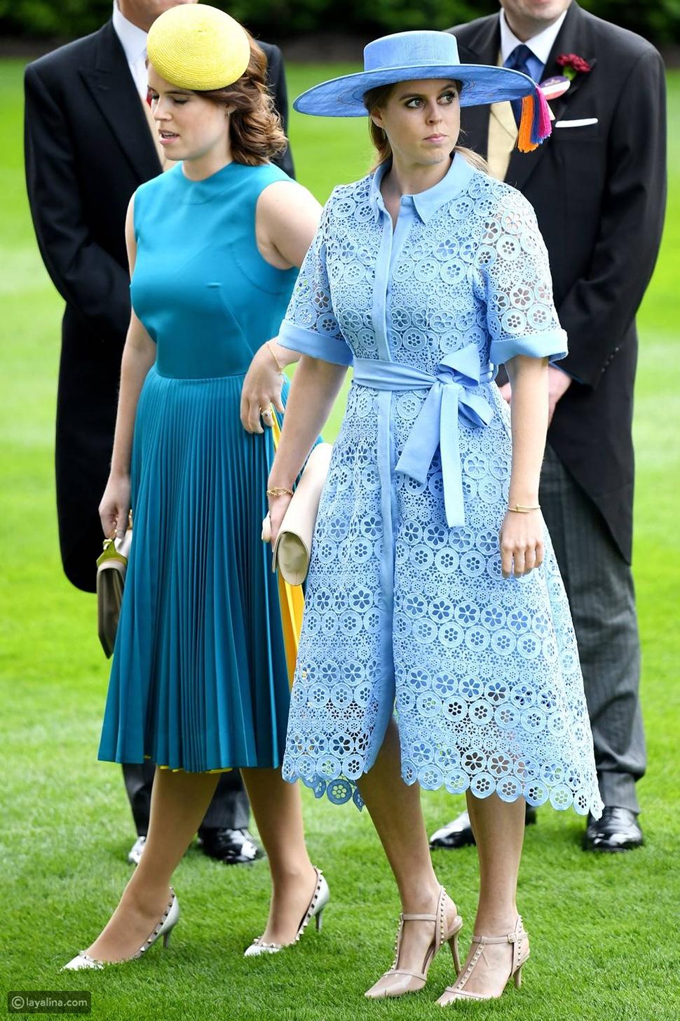 الأميرات بياتريس وأوجني بفساتين باللون الأزرق