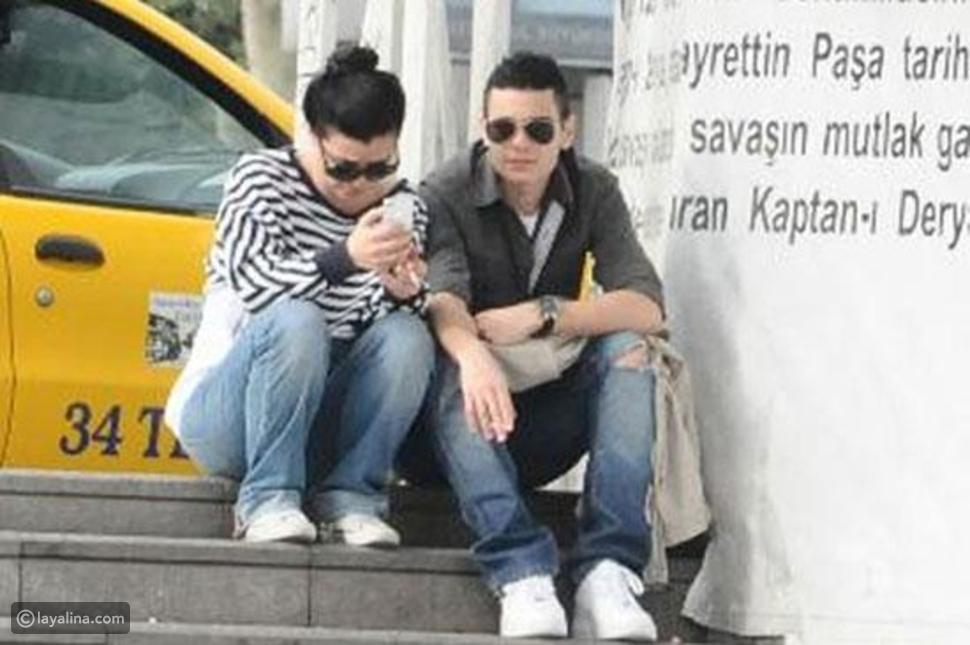 بالصور الممثلة التركية Nil Erkoçlar بعد التحول إلى رجل تواعد فتاة!