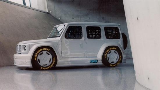 مصمم أزياء يحول مرسيدس جي كلاس لسيارة سباقات